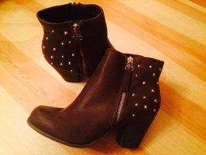 Boots Booties mit goldenen Nieten NEU