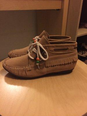 Boots braun mit Schnürsenkel