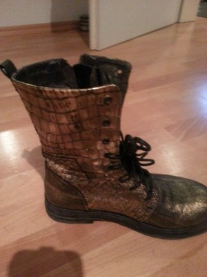 Boots der Marke Replay