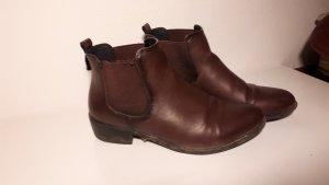 Boots dunkelrot