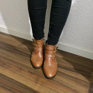 Boots im Chloe-Stil mit Nietenbesatz