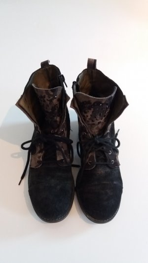 Boots mit Camouflagemuster