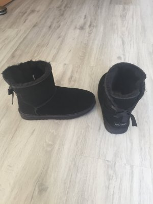 Snow Boots black fake fur