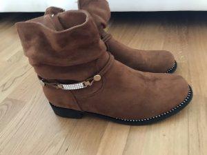 Boots mit Schnalle