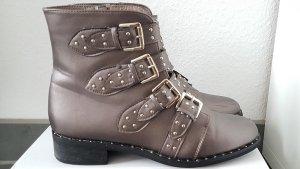 Boots mit Schnallen Grau Metallic GR 39