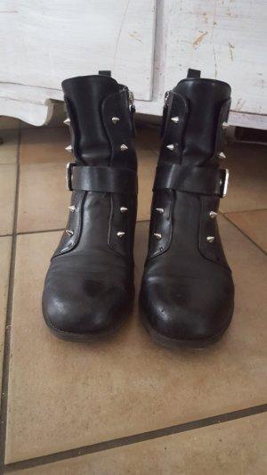 Boots Nieten Stuted von Guess