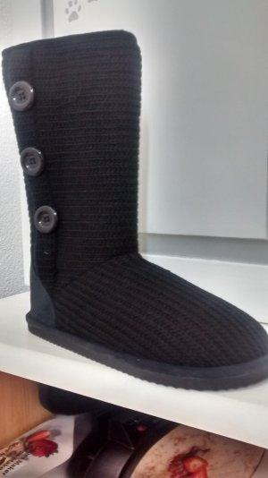 Boots, schwarz, Strickoptik, mit Zierknöpfen