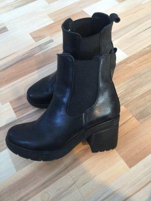 Boots Stiefeletten schwarz Leder