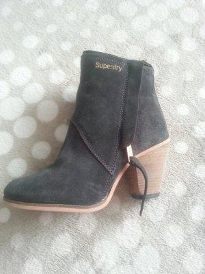 Boots von Marke Superdry