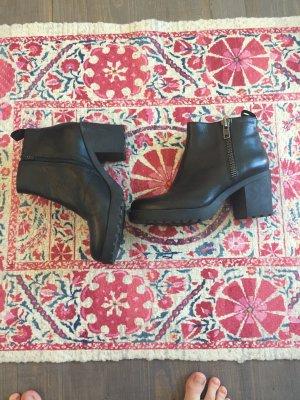Vagabond Ankle Boots black leather
