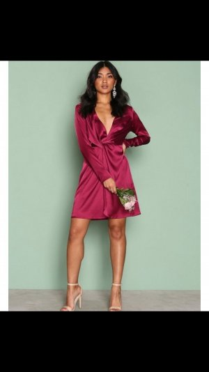 Bordeaux färbendes Satin Kleid