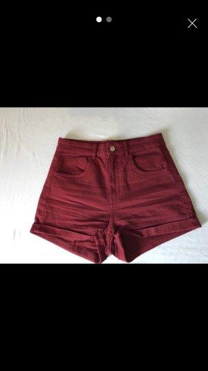 Bordeaux-farbene High-Waist-Shorts von H&M