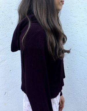 Bordeaux-farbener cropped sweater