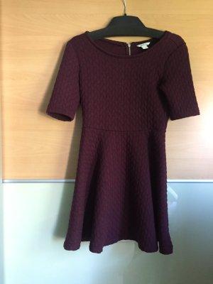 Bordeaux rotes Kleid von Monki