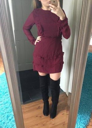 Bordeauxfarbendes besticktes Kleid mit Rüschendetail