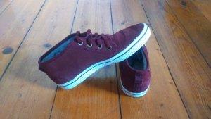 bordeauxfarbene Adidas Sneakers
