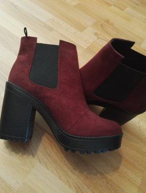 Bordeauxfarbene Boots