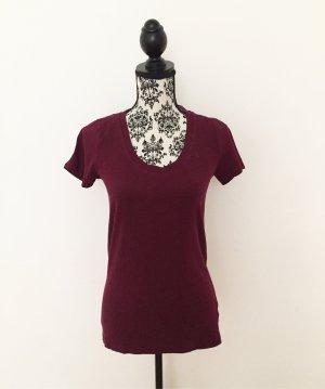 bordeauxfarbenes Basic-Shirt