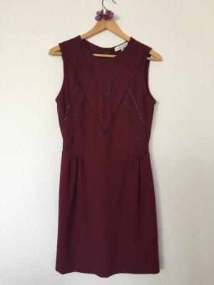 Bordeauxfarbenes Kleid mit Kettchen von Sandro, Gr.XS