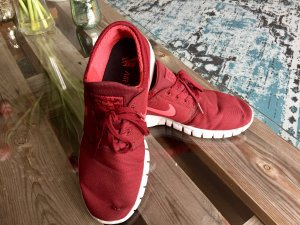 Bordeauxrote Nike Janoski Air