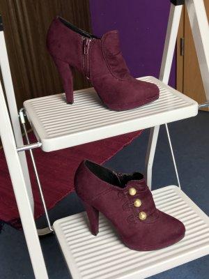 Bordeauxrote Schuhe