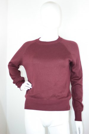 Bordeauxroter Pullover