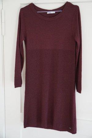 Bordeauxrotes Kleid