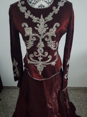 Bordeux farbenes Abendkleid