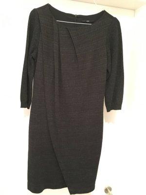 BOSS Hugo Boss Strickkleid grau, raffiniert geschnitten mit Taschen, Größe 36