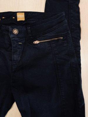 BOSS Orange Jeans in schwarz mit vielen Details