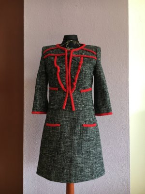 Boucle/Tweed Kostüm mit roter Application aus Strick von PIU & PIU Neupreis 249,00€