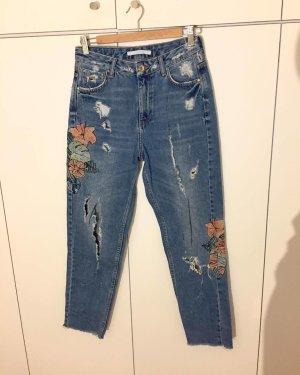 Boyfriend-Jeans mit Blumen-Patches