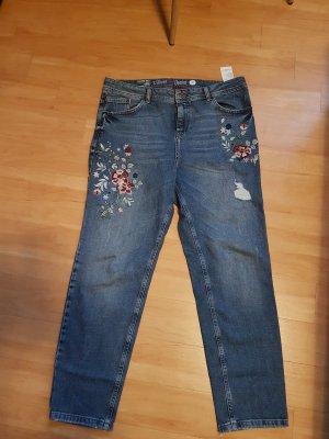 Boyfriend Jeans mit Blumenstickerei