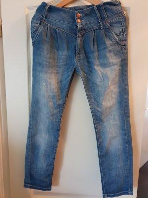 Boyfriend Jeans mit Bundfalten