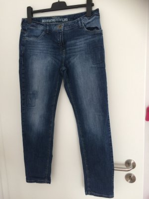 Boyfriend-Jeans mit coolen Used-Look