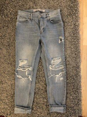 Boyfriend Jeans mit Cut Out