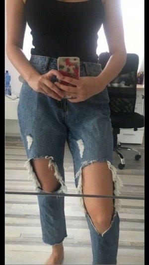 Boyfriend Jeans mit Löchern