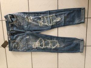 Boyfriend Jeans mit Strasssteinen
