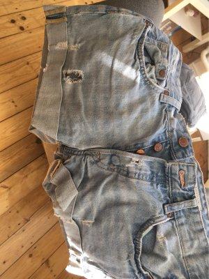 H&M Pantalón corto de tela vaquera azul claro
