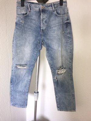 Boyfrind Jeans mit zerissenen Knien