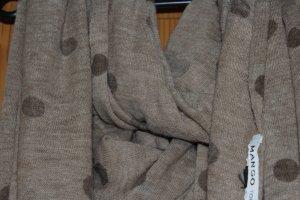 Braun gepunkteter Schal