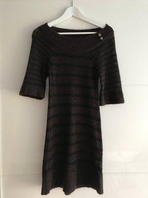 Braun schwarz gestreiftes Winterkleid