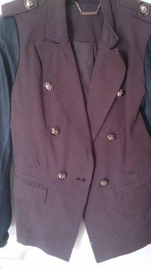 braun-schwarze Jacke