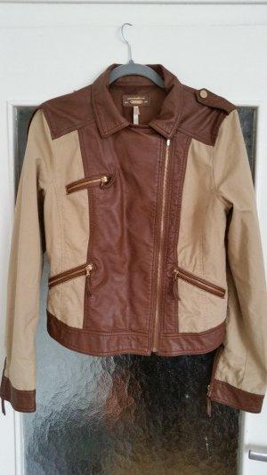 Braun und beige Biker-Jacke im Kunstleder und Textilmix. Goldene Reißverschlüsse