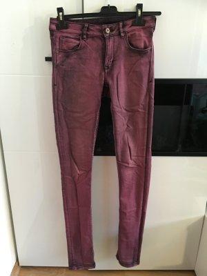 Braun violette jeanshose