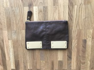 Braune Clutch mit Gold-Applikationen