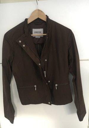 Braune, dünne und schön geschnittene Respira Jacke von GEOX