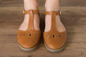 Braune flache Schuhe von ASOS Maison