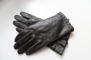 Braune Handschuhe in Lederoptik