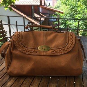 Braune Handtasche mit Flechtmuster